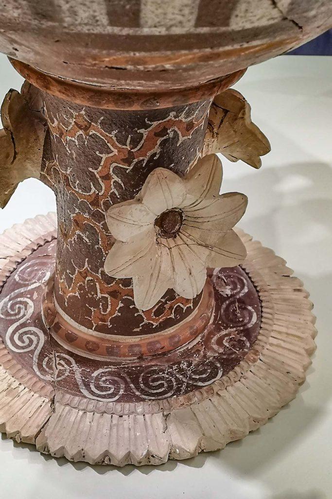 ceramica di Kamares con applicazioni