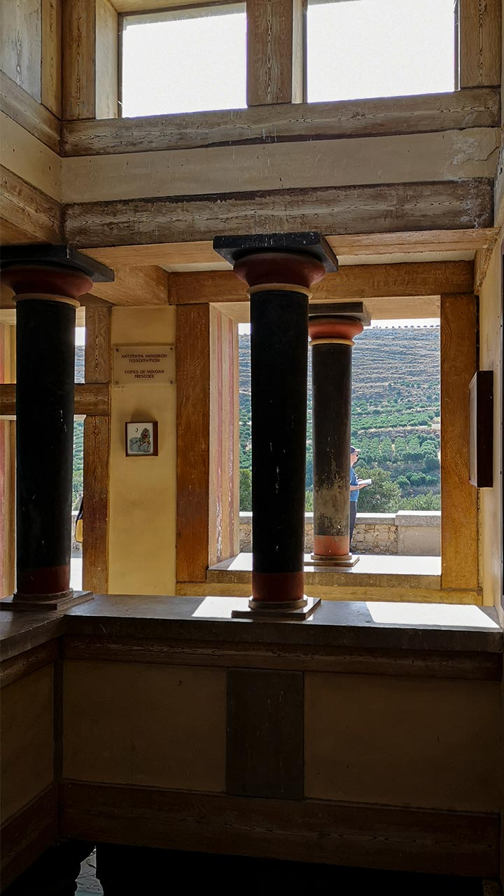 La sala con gli affreschi sopra la sala del trono di Cnosso