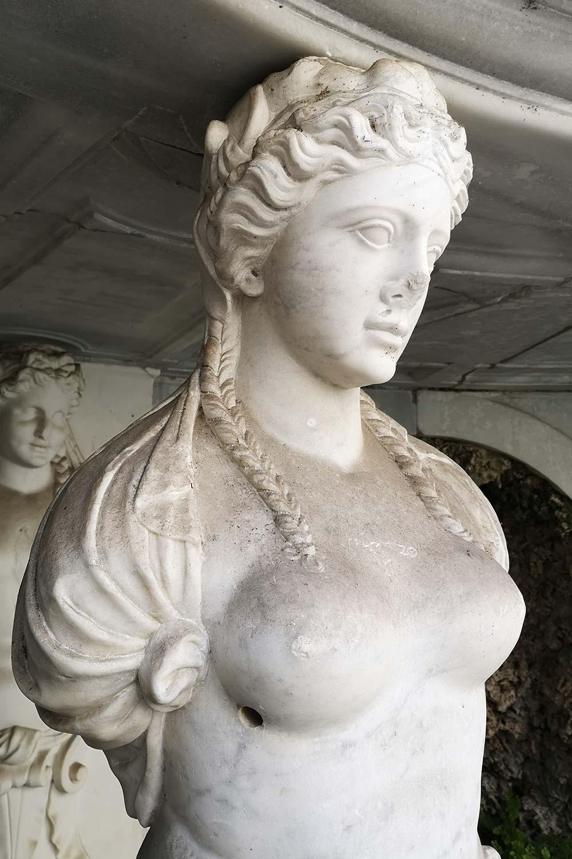 Cariatidi ninfeo Villa Giulia