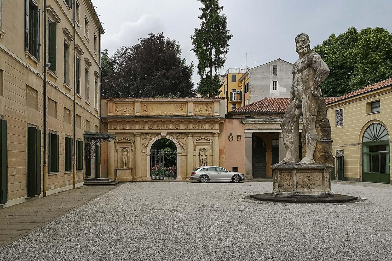 Il cortile di Palazzo Benavides