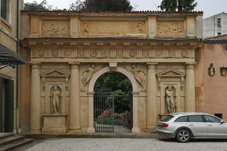 Arco di Ammannati