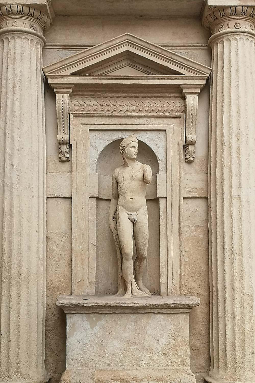 Apollo arco Palazzo Benavides