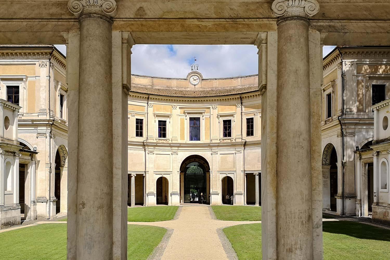 Emiciclo di Villa Giulia Roma