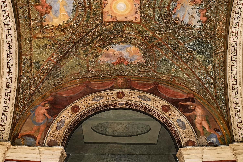 Affreschi emiciclo Villa Giulia