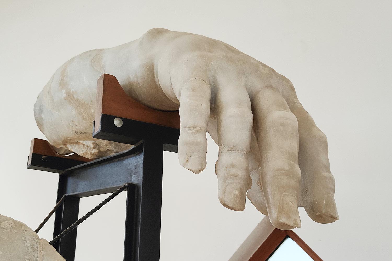 Dettaglio della mano di Polifemo