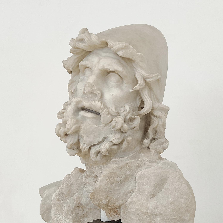 Dettaglio del pilos di Odisseo